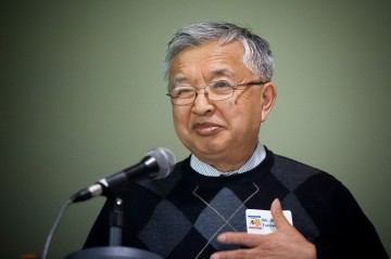 Stan Fukawa, community historian, speaks at the Addressing Injustice symposium in March 2012. Photo by Don Erhardt